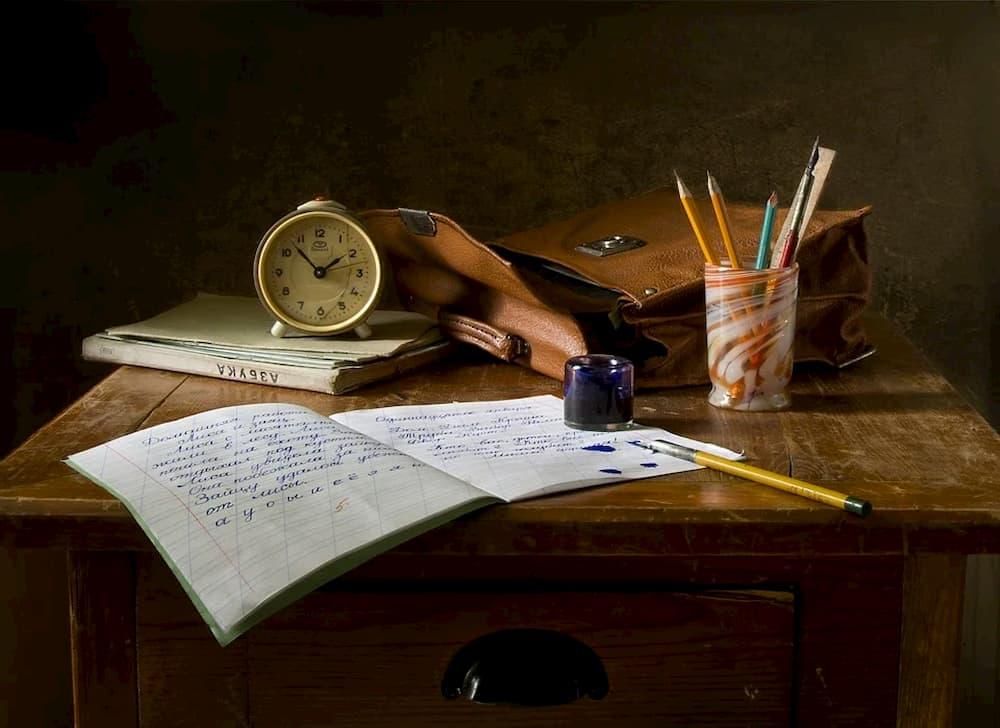 retro-canetas-antigas-papeis-antigos